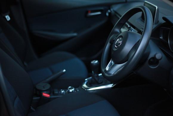 新型デミオ 13S インテリア 車内