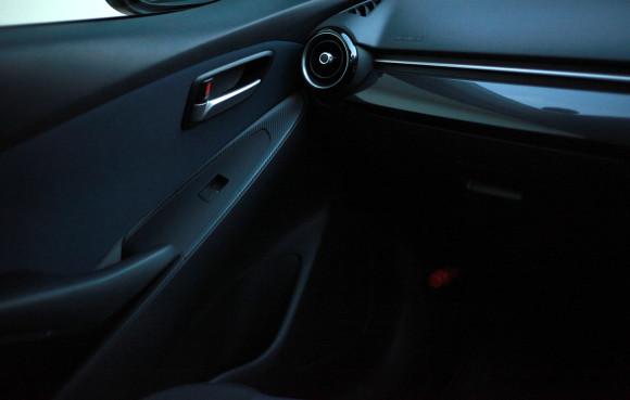 新型デミオ 13S MT 車内 インテリア