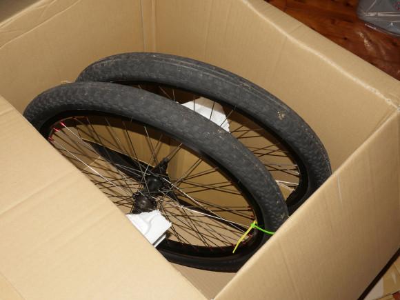 自転車 タイヤ 発送