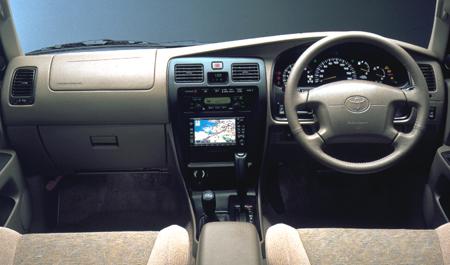 hlsurf_interior02 ハイラックスサーフ マニュアル車