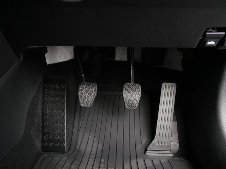 新型デミオ チタニウムフラッシュマイカ 13S MT DJデミオ ペダル回り